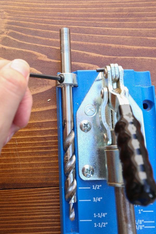 Adjusting depth collar on Kreg Jig bit