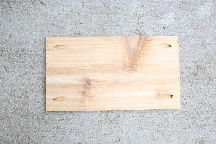 Ajoutez des trous de poche aux planches en bois de cèdre