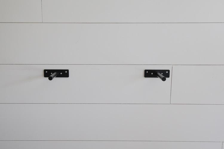 deux supports d'étagère flottants en acier robuste accrochés au mur
