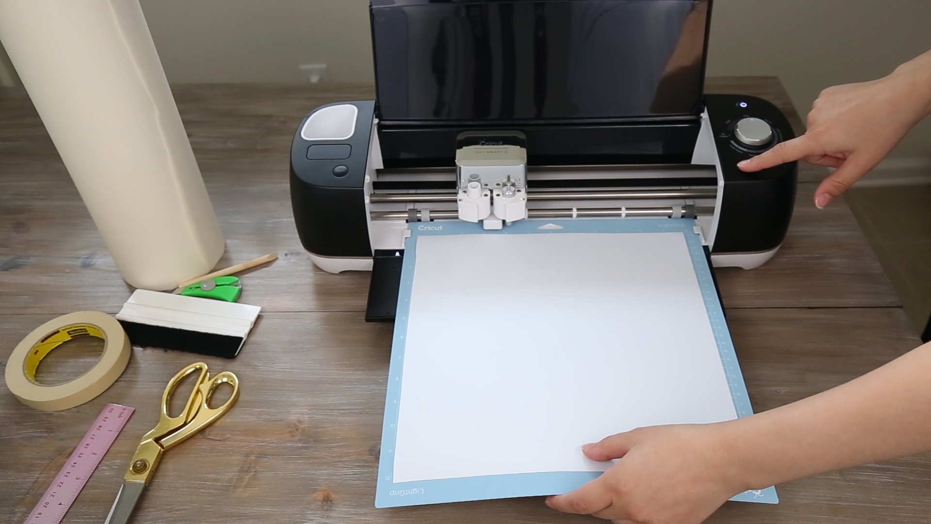 loading cricut with vinyl for how to make labels with cricut