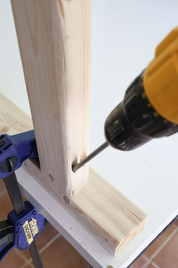 attaching table legs together with pocket holes and screws