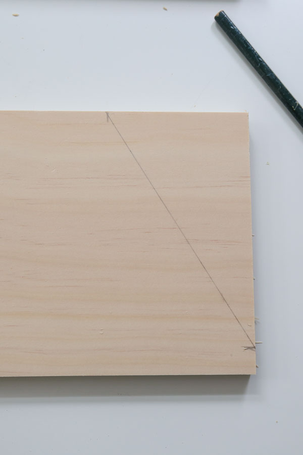 mark the angle cut for the desk organizer side boards
