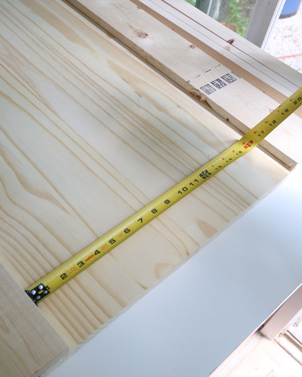 measure the exact distance between the two 1x4 boards