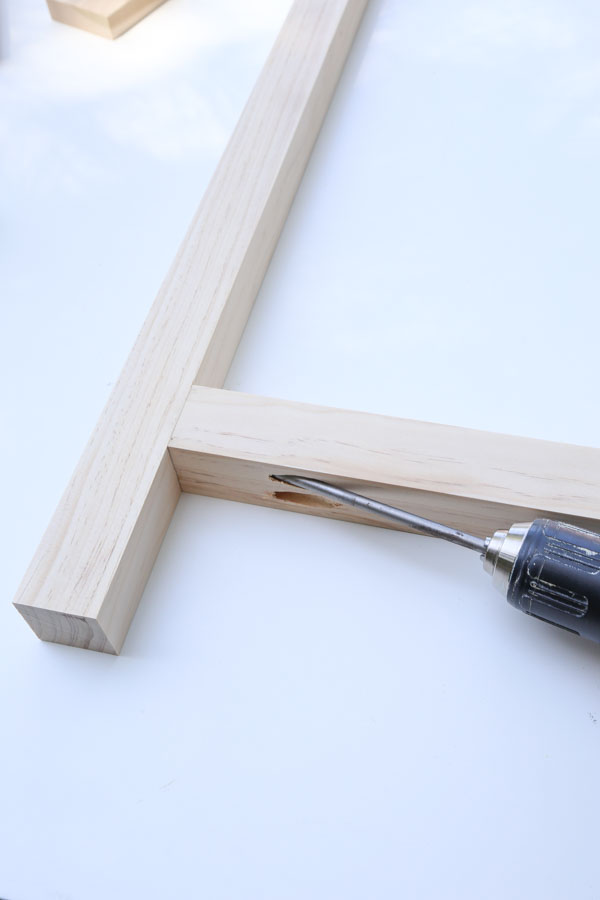 Assemble the sides of the desk frame with kreg screws