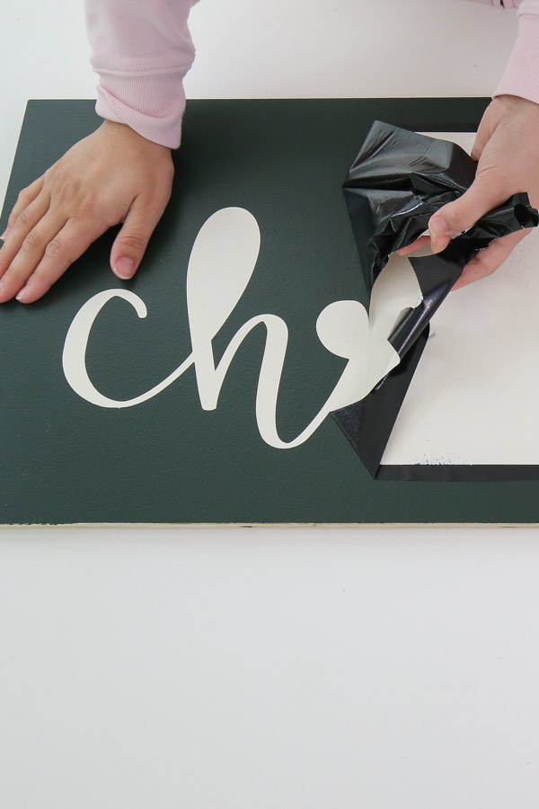 removing vinyl stencil from DIY Christmas sign