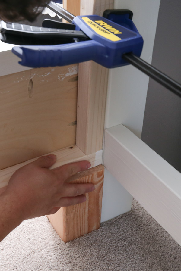 attaching side rails to headboard with kreg screws and clamps