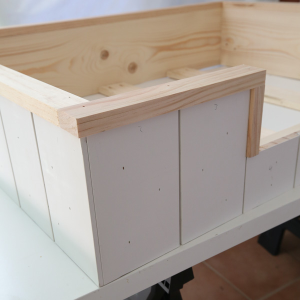 how to attach front trim of dog bed