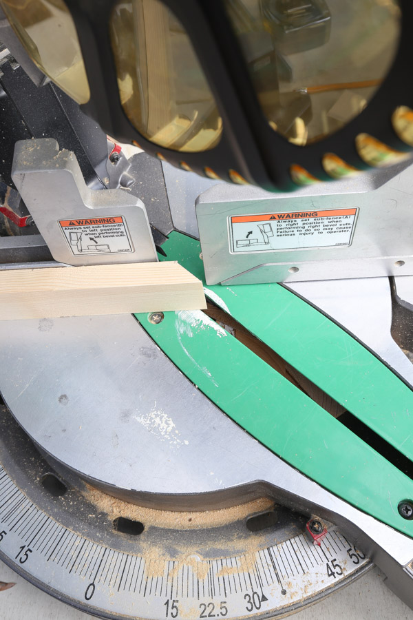 cut wood with a 45 degree angle using a miter saw