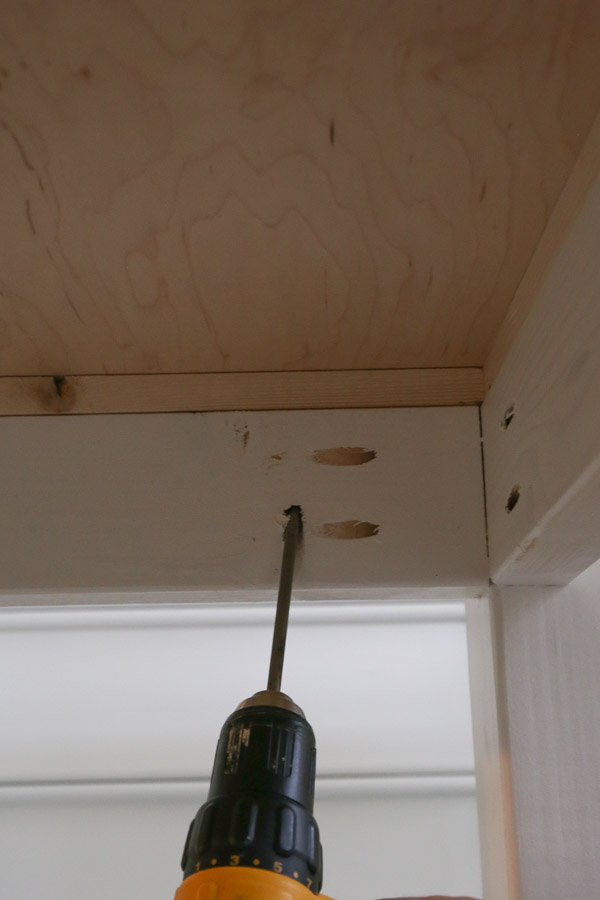 attach workbench top with kreg screws and drill from underneath side of workbench frame