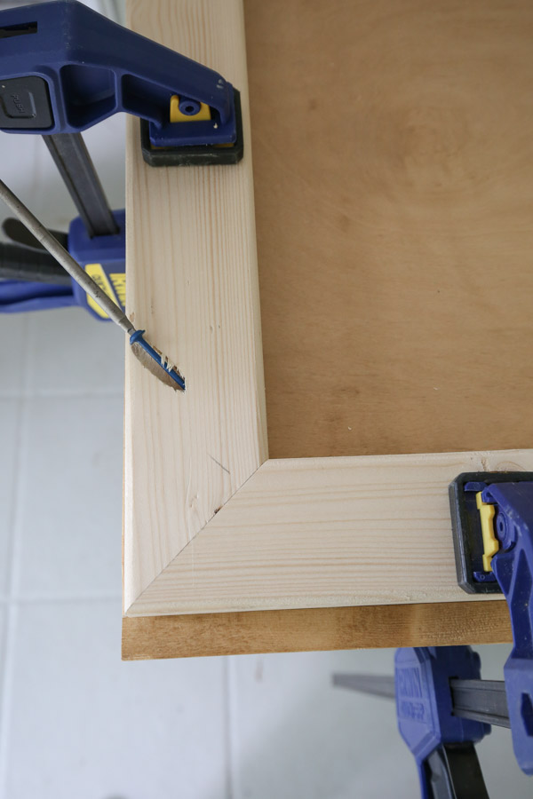 use Kreg screws to assemble side table top frame
