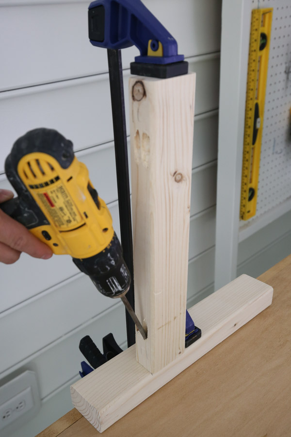 attaching table side frames together with clamps and kreg screws