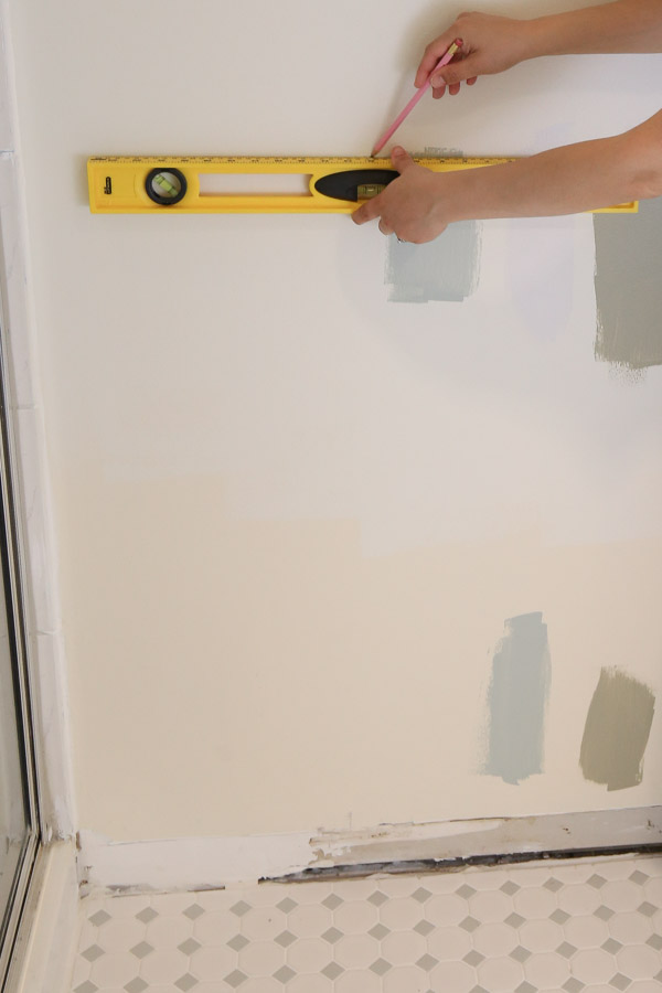use a level to mark line in wall