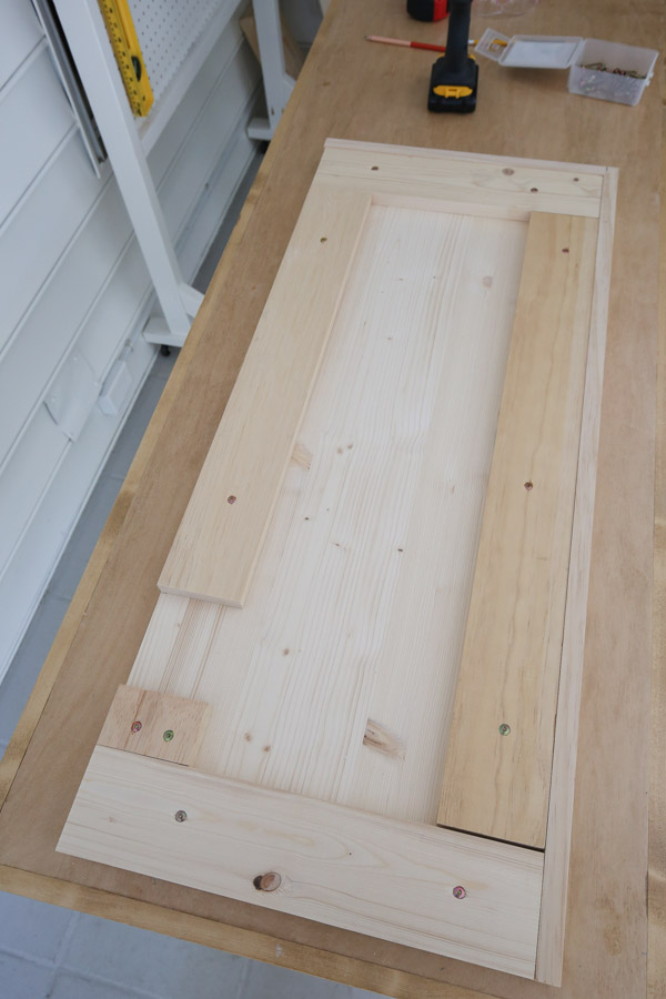underneath side of bench top with 1x4 boards